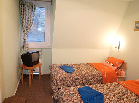 Двухместный номер  гостиница базы  отдыха Драгобрат